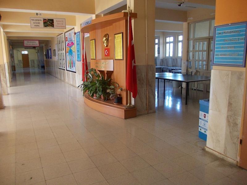Okul Girişi